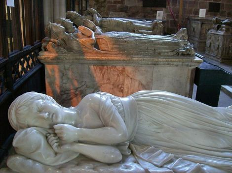 Das Vorbild für die Sleeping Children: Penelope Boothbys Monument in der Kirche St Oswald's in Ashbourne (Derbyshire). This work is in the public domain.