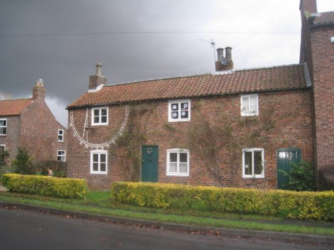 Sundial Cottage in Seaton Ross (East Yorkshire).    © Copyright Jonathan Thacker and   licensed for reuse under this Creative Commons Licence.