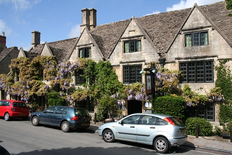 The Bay Tree Hotel in Burford (Oxfordshire).    © Copyright Martin Bodman and   licensed for reuse under this Creative Commons Licence.