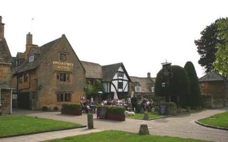 The Broadway Hotel in Broadway (Worcestershire).    © Copyright terry joyce and   licensed for reuse under this Creative Commons Licence.