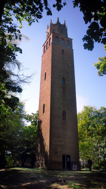 Der Faringdon Tower.    © Copyright Des Blenkinsopp and   licensed for reuse under this Creative Commons Licence.