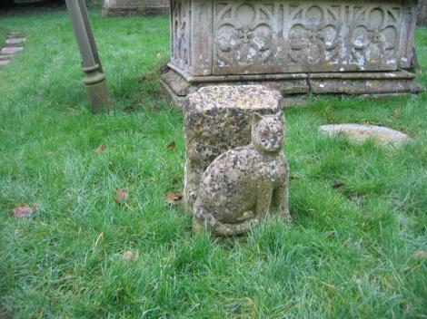 Tiddles' Grabstein auf dem Friedhof von St Mary's in Fairford (Gloucestershire).    © Copyright David Stowell and   licensed for reuse under this Creative Commons Licence.
