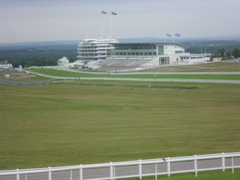 Hier auf dem Epsom Racecourse begann John Faulkners Karriere - als Stalljunge.    © Copyright Ian Yarham and   licensed for reuse under this Creative Commons Licence.