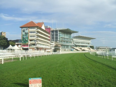Startpunkt von Etappe 2: Der York Racecourse.    © Copyright John M and   licensed for reuse under this Creative Commons Licence.