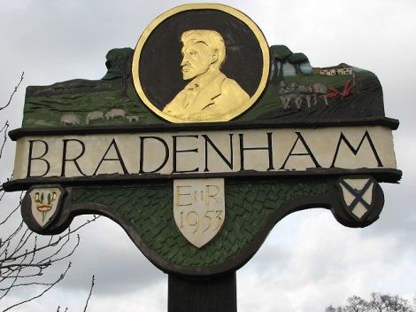 So ehrt Bradenham seinen großen Sohn.   © Copyright Evelyn Simak and   licensed for reuse under this Creative Commons Licence.
