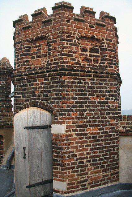 Ganz oben auf dem Freston Tower.   © Copyright Bob Jones and   licensed for reuse under this Creative Commons Licence.