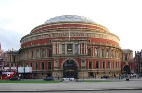 ...und hier, in der Royal Albert Hall in London, vollendete sie ihre Sammlung mit einem furiosen Höhepunkt.   © Copyright N Chadwick and   licensed for reuse under this Creative Commons Licence.