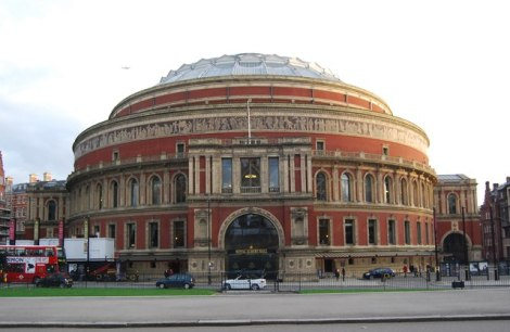 ...und hier, in der Royal Albert Hall in London, vollendete sie ihre Sammlung mit einem furiosen Höhepunkt.    © Copyright N Chadwick and   licensed for reuse under this Creative Commons Licence.
