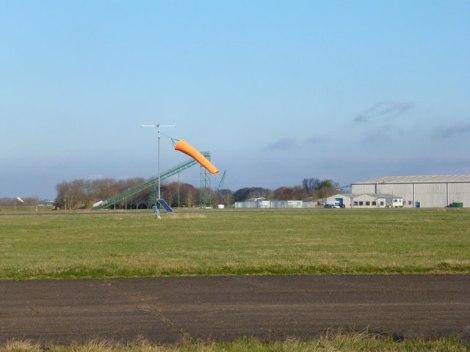 Das Chalgrove Airfield in Oxfordshire, das noch heute von der Firma Martin-Baker für Testzwecke benutzt wird.  © Copyright Des Blenkinsopp and licensed for reuse under this Creative Commons Licence.