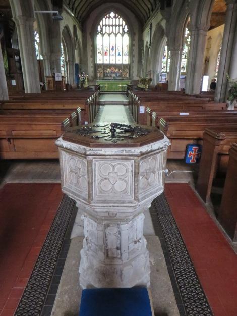 Das Taufbecken in der Kirche St Mary's in Westerham. Eigenes Foto.