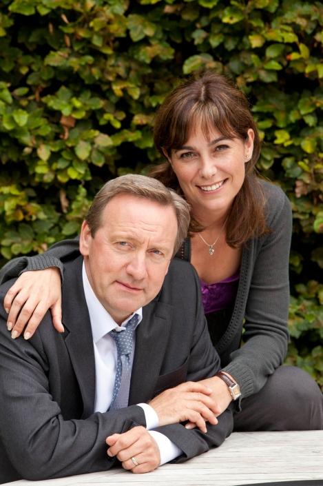 Mit freundlicher  DCI John Barnaby (Neil Dudgeon), Sarah Barnaby (Fiona Dolman). Genehmigung des ZDF. Copyright: ZDF und Mark Bourdillon.