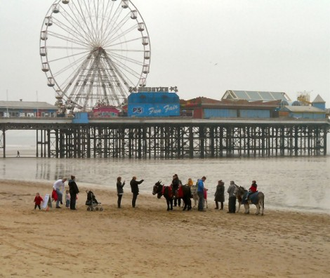 Eselreiten in Blackpool.   © Copyright Gerald England and   licensed for reuse under this Creative Commons Licence.