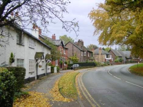Die Macclesfield Road in Prestbury (Cheshire). The copyright holder of this work releases  it into the public domain