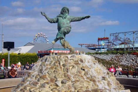 Der Jolly Fisherman in Skegness erinnert an bessere Zeiten.    © Copyright Steve Daniels and   licensed for reuse under this Creative Commons Licence.