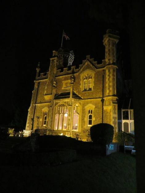 Das Oakley Court Hotel bei Nacht. Eigenes Foto.