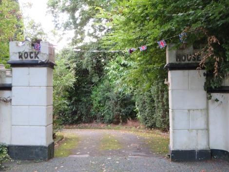 Tor zu Rudyard Kiplings Rock House, direkt neben dem Hotel. Eigenes Foto.