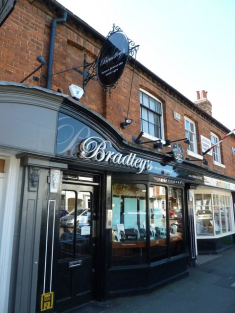 Der Juwelier Bradley's of Beaconsfield.   © Copyright Basher Eyre and licensed for reuse under this Creative Commons Licence.