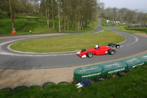 Die Haarnadelkurve des Prescott Hill Climb in Gloucestershire.     © Copyright Mike Dodman and   licensed for reuse under this Creative Commons Licence.