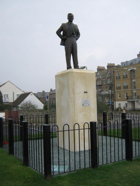 Denkmal für Barnes Wallis in Herne Bay (Kent).   © Copyright David Anstiss and licensed for reuse under this Creative Commons Licence.