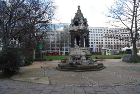 Der Brunnen am Londoner Finsbury Square.    © Copyright N Chadwick and   licensed for reuse under this Creative Commons Licence.