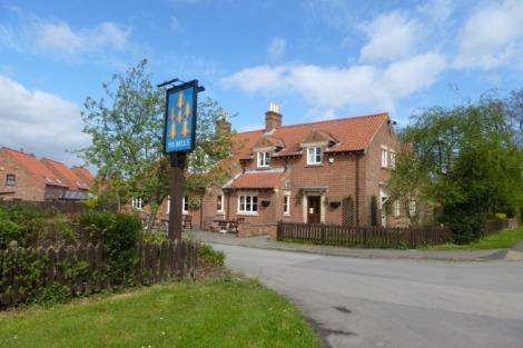The Six Bells am Ox Carr Lane.    © Copyright DS Pugh and   licensed for reuse under this Creative Commons Licence.
