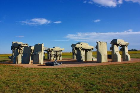Carhenge bei Alliance in Nebraska. Author: Jacob Kamholz. This file is licensed under the Creative Commons Attribution-Share Alike 4.0 International license.