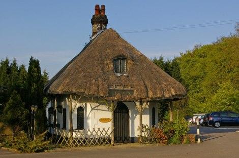 Das Spinning Wheel Cottage in Hawley's Corner zwischen Westerham und Biggin Hill in Surrey.   © Copyright Ian Capper and   licensed for reuse under this Creative Commons Licence.