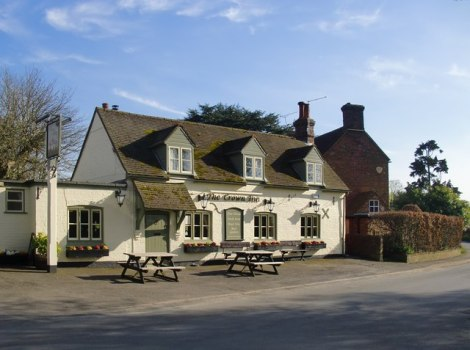 The Crown in Sydenham (Oxfordshire).   © Copyright Stefan Czapski and licensed for reuse under this Creative Commons Licence.