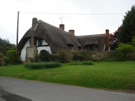 """Besonders schön fand ich das Dorf Westlington in Buckinghamshire, in dem es reihenweise """"chocolate box cottages"""" zu sehen gibt. Eigenes Foto."""