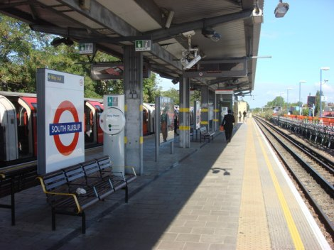 Der Pendler-Bahnhof von South Ruislip mitten im Metroland.   © Copyright Oxyman and licensed for reuse under this Creative Commons Licence.