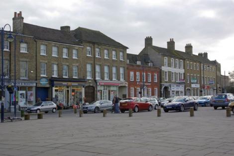 Der Marktplatz von St Neots in Cambridgeshire.   © Copyright Stephen McKay and   licensed for reuse under this Creative Commons Licence.