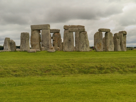 Das richtige Stonehenge in Wiltshire.    © Copyright David Dixon and   licensed for reuse under this Creative Commons Licence.