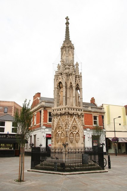 Das Eleanor Cross in Waltham Cross (Hertfordshire).    © Copyright Richard Croft and   licensed for reuse under this Creative Commons Licence.