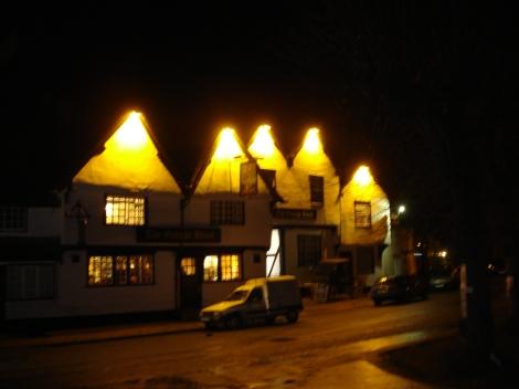 The George Hotel direkt gegenüber der Abbey Church. Eigenes Foto.