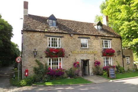 The Greyhound in Besselsleigh (Oxfordshire), in dem Alfred White wirkte.    © Copyright Basher Eyre and   licensed for reuse under this Creative Commons Licence.