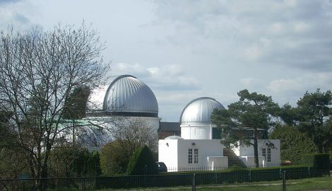 Das Observatorium der University of London in Mill Hill. Author: Grim23. This file is licensed under the Creative Commons Attribution-Share Alike 3.0 Unported license.