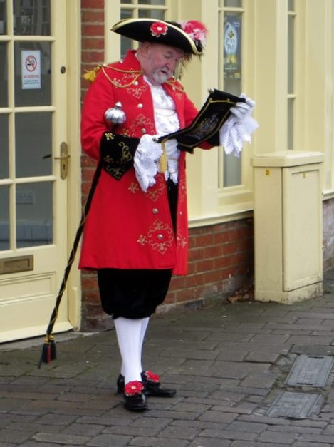 Der Town Crier von Ringwood in Hampshire.    © Copyright Miss Steel and   licensed for reuse under this Creative Commons Licence.