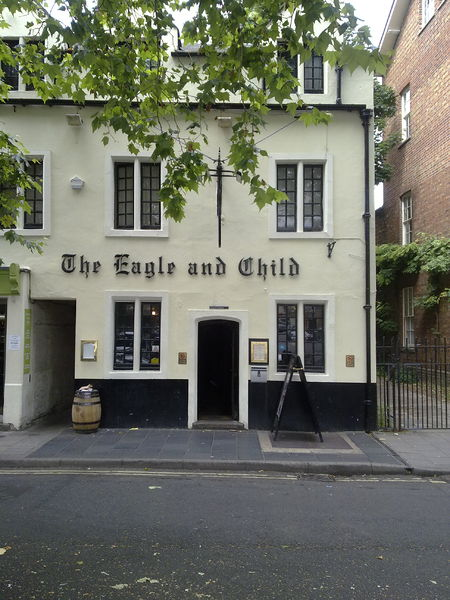 Einer der Lieblings-Pubs von J.R.R. Tolkien in der St Giles Street. Author: Ozeye. This file is licensed under the Creative Commons Attribution-Share Alike 3.0 Unported license.