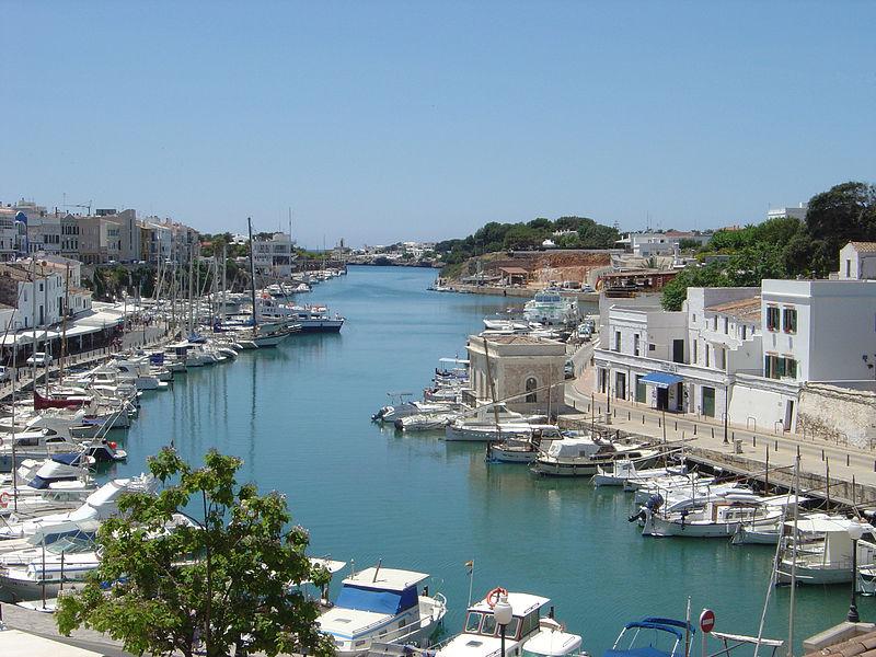 Hier in Ciutadella auf Menorca verbrachte Jackie Trent die letzten Jahre ihres Lebens. This work is released   into the public domain.