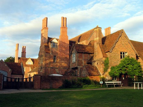 Mapledurham House.    © Copyright Pam Brophy and   licensed for reuse under this Creative Commons Licence.