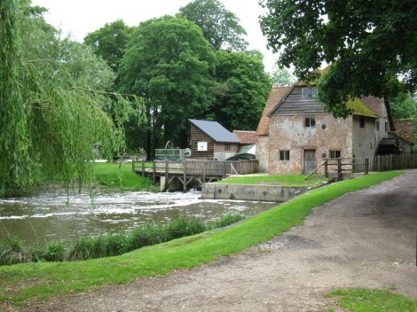 Mapledurham Water Mill.    © Copyright don cload and   licensed for reuse under this Creative Commons Licence.