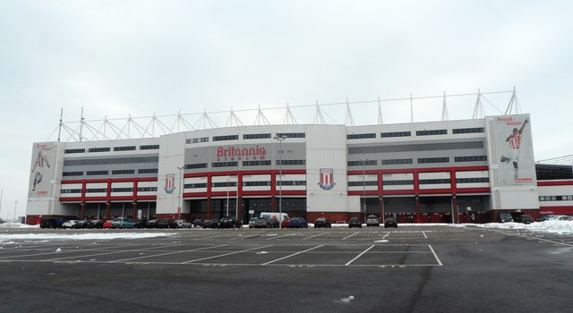 """Das Britannia Stadium in Stoke-on-Trent; hier erschallen noch immer die Fangesänge nach Jackie Trents Song """"I'll Be With You"""".   © Copyright Anthony Parkes and   licensed for reuse under this Creative Commons Licence."""