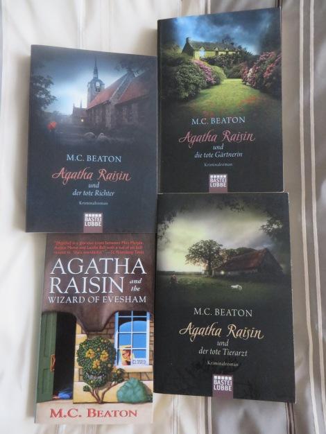 Foto einige meiner Agatha Raisin-Bücher.