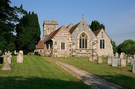 St Andrew in Nunton (Wiltshire). Hier liegt John Creasey begraben.