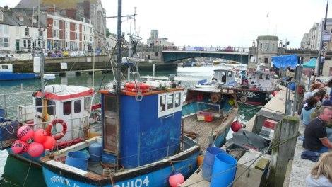 Der Hafen von Weymouth. Die rechte Seite gehörte früher zu Melcombe Regis.   © Copyright Nigel Mykura and   licensed for reuse under this Creative Commons Licence.