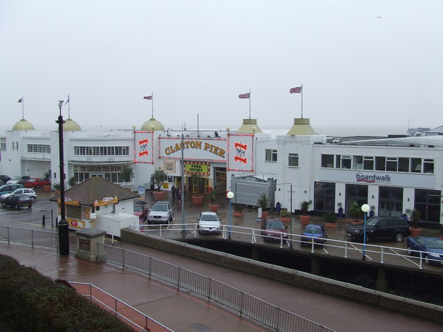 Die Pier von Clacton-on-Sea.   © Copyright Keith Evans and   licensed for reuse under this Creative Commons Licence.