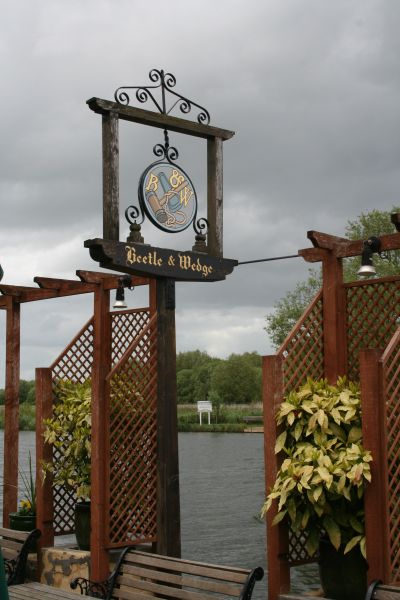 The Beetle & Wedge in Moulsford.    © Copyright Bill Nicholls and   licensed for reuse under this Creative Commons Licence.