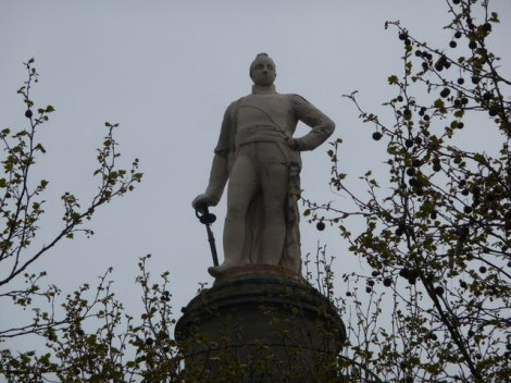 Lord Rowland Hill auf seiner Säule.    © Copyright John Firth and   licensed for reuse under this Creative Commons Licence.