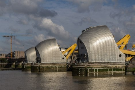Die gewaltigen Thames Barrier.    © Copyright Christine Matthews and   licensed for reuse under this Creative Commons Licence.