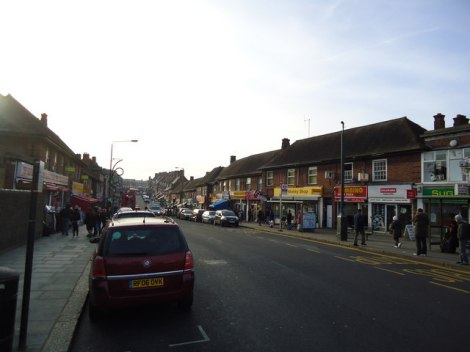 Die Watling Avenue in Burnt Oak, wo der Tesco-Siegeszug begann.    © Copyright Stacey Harris and   licensed for reuse under this Creative Commons Licence.